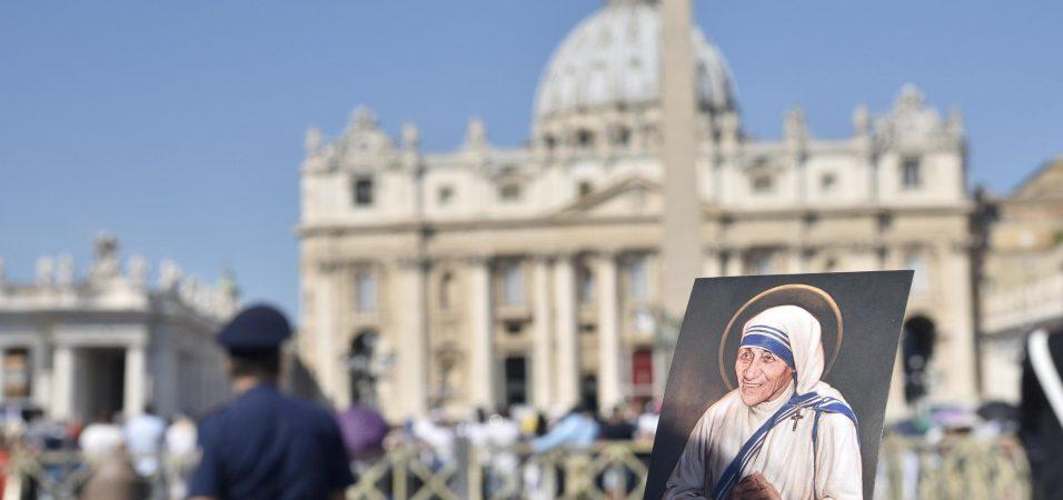 Un momento della Canonizzazione di Madre Teresa di Calcutta in Piazza San Pietro, Citta' del Vaticano, 4 settembre 2016. ANSA/GIORGIO ONORATI