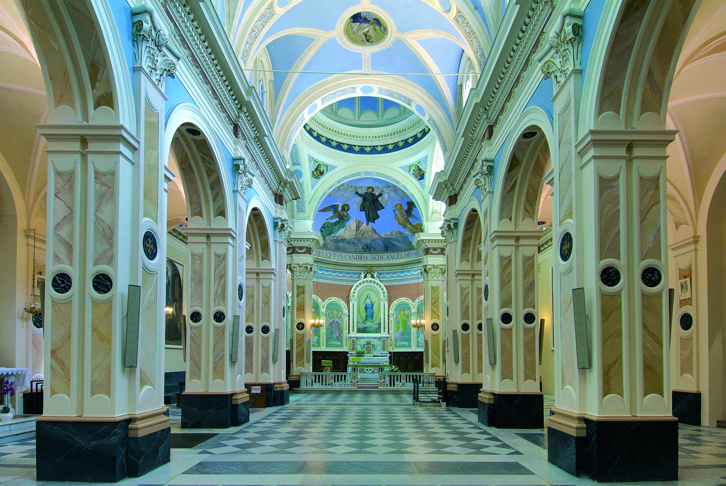 L 39 eco di san gabriele interno antica basilica foto di for Interno casa antica